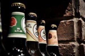 Blindverkostung von Bier. Konsumenten schmecken keinen Unterschied